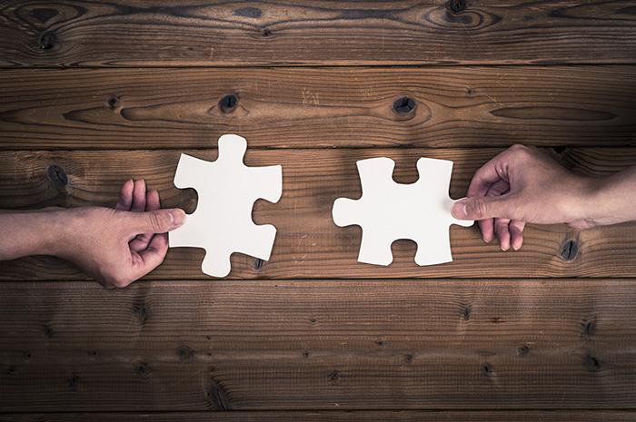 徹底解説!会社分割と事業譲渡の違いを比較!税務・会計処理なども解説