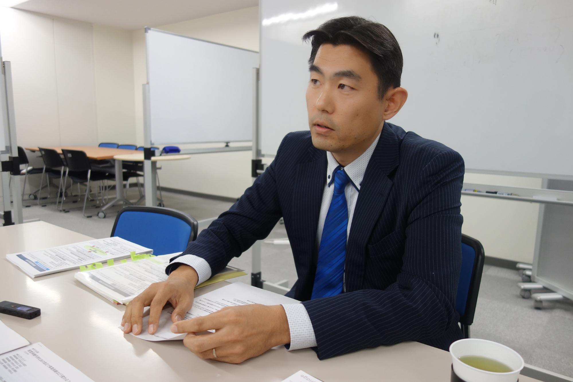 奥田雄二氏のインタビューシーン1