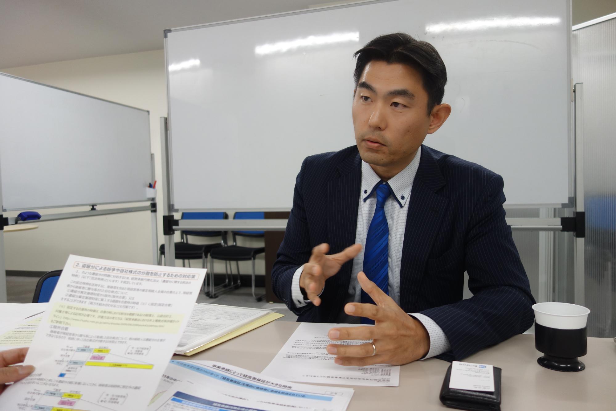 奥田雄二氏のインタビューシーン2