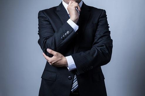 スーツを着ているビジネスマン