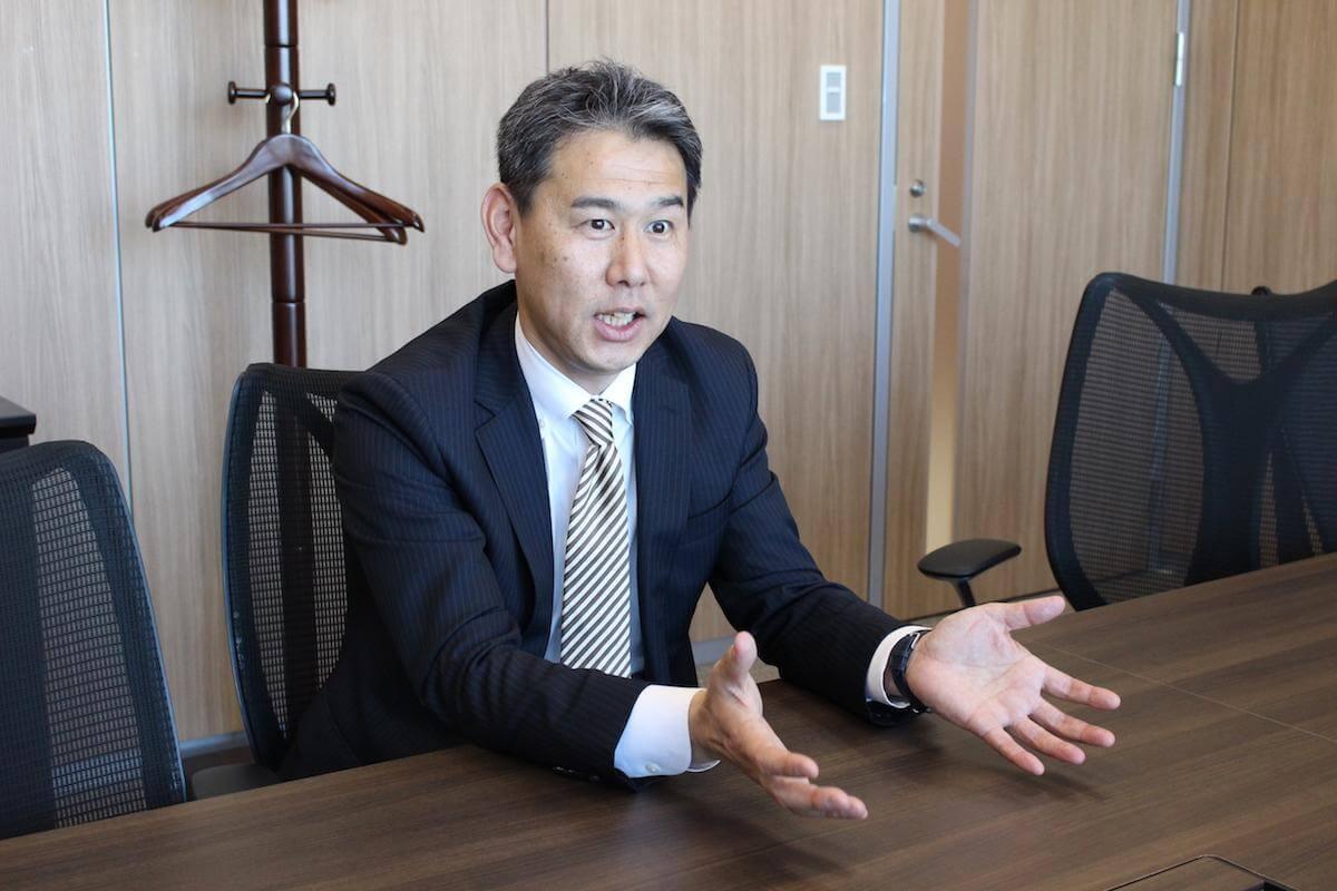 犬塚匡俊のインタビューシーン