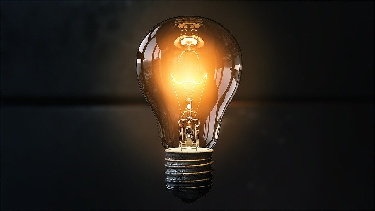 灯りが輝く電球