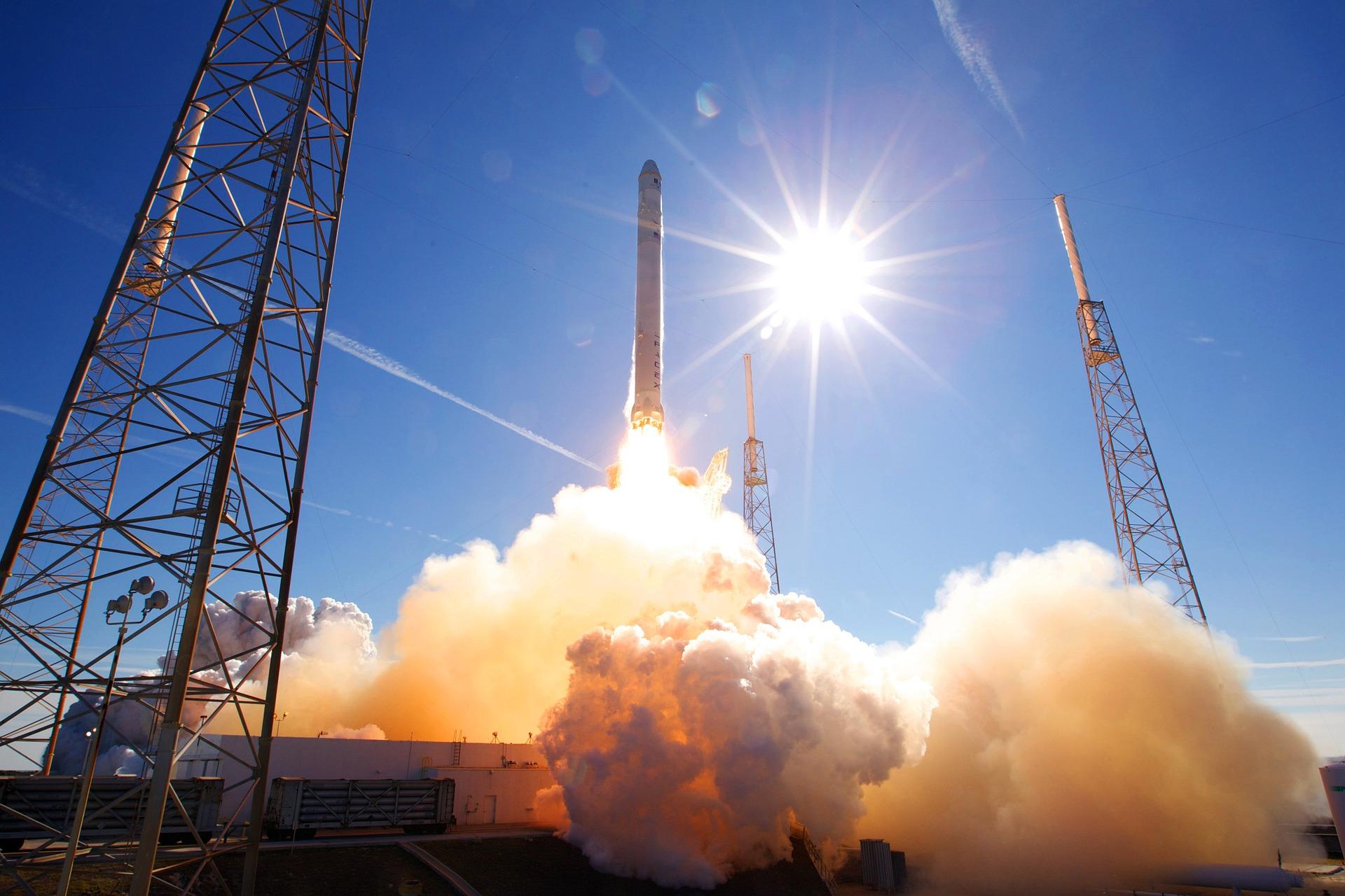 発射台から打ち上げられたロケット