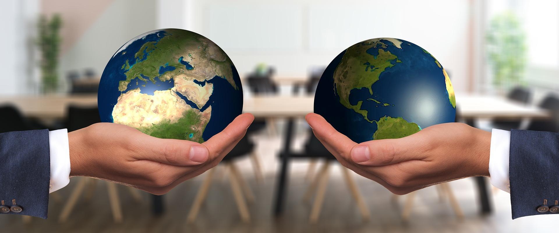 地球儀と地球儀の交換