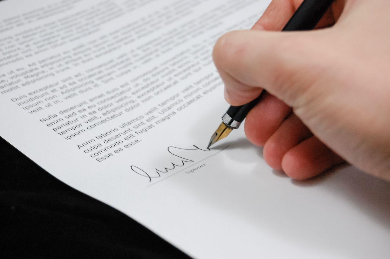 書類へのサイン