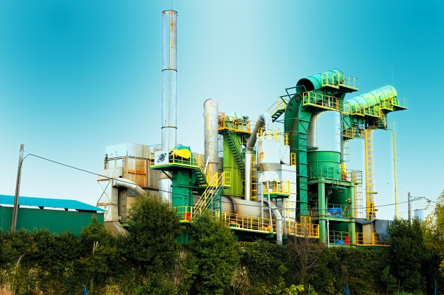 産業廃棄物処理工場と青空