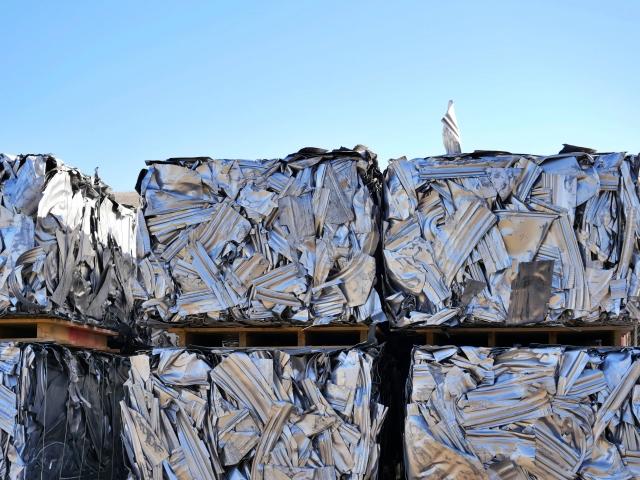 圧縮された金属の産業廃棄物